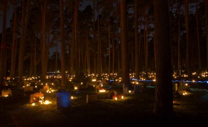 La notte di Ognissanti a Stoccolma, le luci a Skogskyrkogården