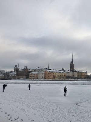 Cosa fare a Stoccolma gratis: camminare sui laghi ghiacciati a Stoccolma