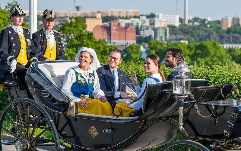 La famiglia reale svedese durante il Nationaldag a Stoccolma