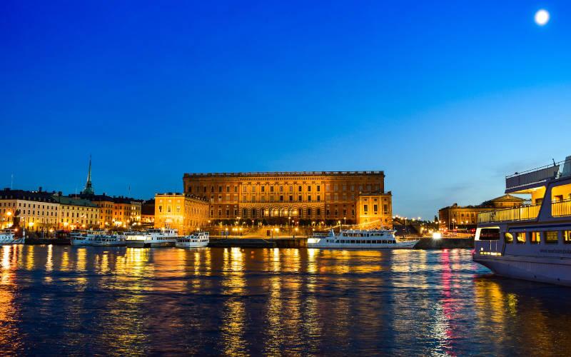 Il palazzo reale di Stoccolma di notte